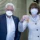 1. Vorsitzende CKV Herr Vleer mit der Bürgermeisterin der Stadt Köln Henriette Reker, Ordensübergabe durch Herrn Vleer.